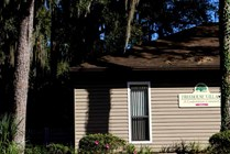 Central to UF, Downtown Gainesville, nature trails, shopping, and more!